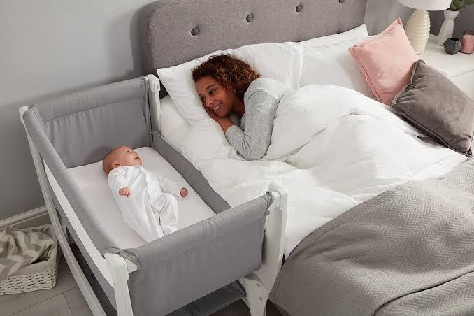 نوم الرضيع بجوار والديه